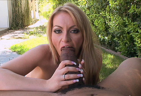Aline blowjobs video from Papa Loads