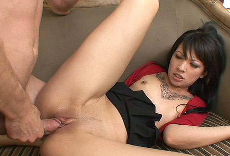 Penetration, cunilungus, fellation et orgasme pour une brunette tres salope